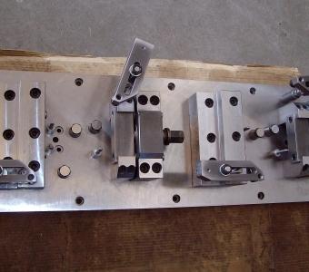 mcservice-modena-progettazione-meccanica-consulenza-tecnica-gallery-attrezzo presa corpo valvola idraulico
