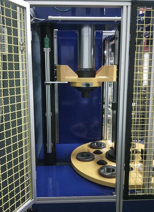 pressa-revolver-verticale-per-piantaggio-rotori-a-controllo